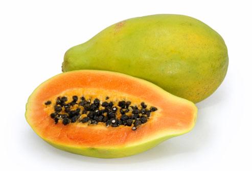 Папайя - очень сладкий и полезный фрукт